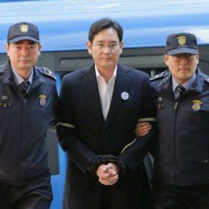 Presidente de Samsung Electronics declarado culpable de sabotaje sindical. Ha sido condenado a 18 meses de prisión.